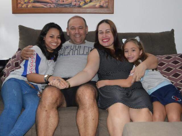 Andressa, Álvaro, Valéria e Valquíria, uma família finalmente completa. (Foto: Thailla Torres)