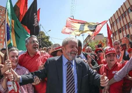 Lula encerra depoimento após 2h30 e vai para ato em praça de Curitiba