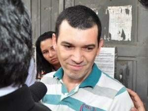 Hugleice quando deixou a prisão em 2011  (Foto: Arquivo/João Garrigó)