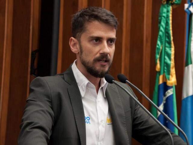 Diretor-presidente da Fundtur, Bruno  Bruno Wendling, usou a tribuna para falar do projeto (Foto: Luciana Nassar/ALMS)