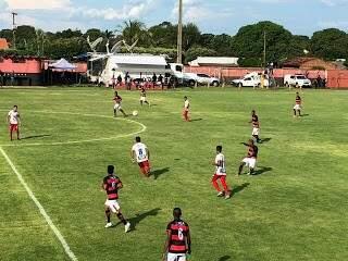 Partida foi realizada no estádio Ninho da Águia, em Rio Brilhante (Foto: Diego Batistoti)