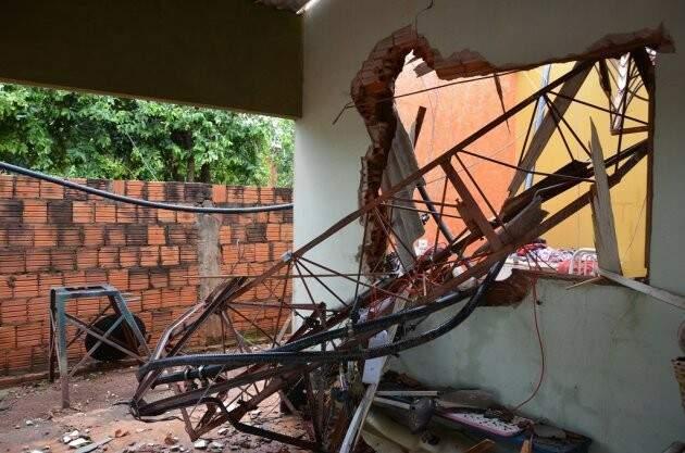 Casa ficou parcialmente destruída. (Foto: Luciana Aguiar/Costa Rica em Foco)