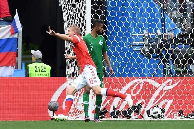 Yuri Gazinskiy fez o primeiro gol da Copa do Mundo de 2018 e abriu o caminho para a goleada da Rússia diante da Arábia Saudita (Foto: PATRIK STOLLARZ/APF)