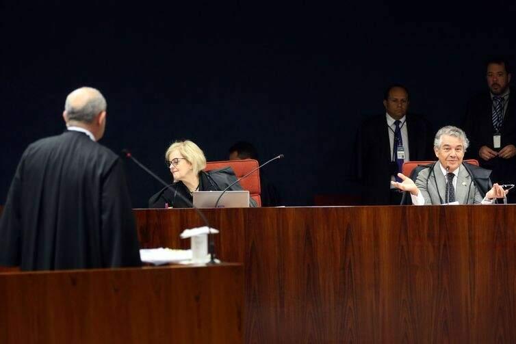 Os ministro do STF Rosa Weber e Marco Aurélio Mello durante julgamento do inquérito em que o senador Aécio Neves é acusado de corrupção passiva e obstrução de Justiça - José Cruz/Agência Brasil