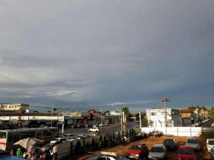 Domingo terá de céu claro a pancadas de chuva em todo o Estado