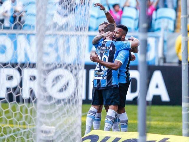 Jogadores do Grêmio comemoram gol; Tricolor venceu por 2 a 0 em casa (Foto: Lucas Uebel/Grêmio)