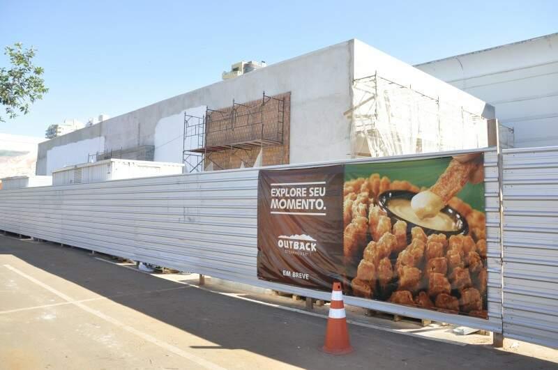 Restaurante Outback está em fase final de obras, no Shopping Campo Grande.