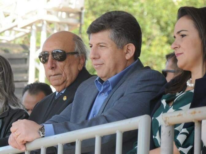 À esquerda, senador Pedro Chaves (PSC), deputado Lídio Lopes (PEN), ao lado da esposa, a vice-prefeita, Adriane Lopes. (Foto: Henrique Kawaminami).