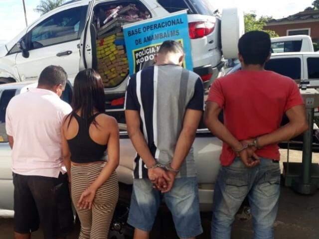 Traficante é preso com 1 tonelada de maconha após jogar carro em viatura