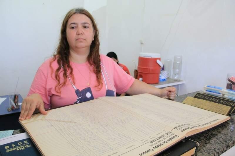 No Santo Antônio os livros impressionam pelo tempo e organização impecável. (Foto: Marcos Ermínio)