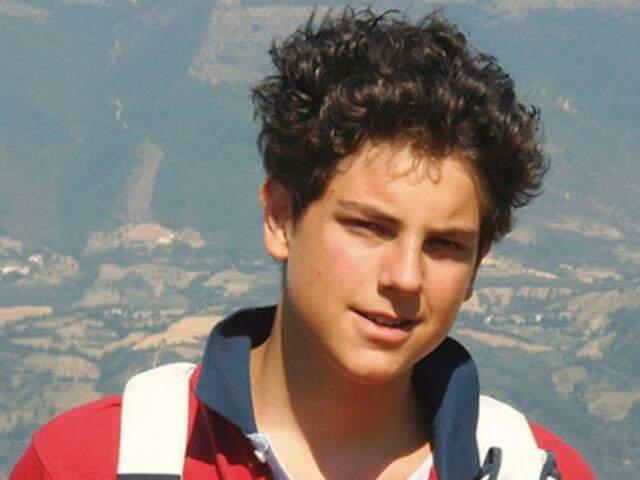 Carlos Acutis teria intercedido por vida de uma criança e de jovem que sofreu 5 paradas cardíacas.
