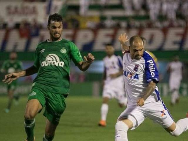 O jogo não representou uma melhora expressiva na condição dos clubes no Brasileirão. (Foto: Liamara Polli/Agif/Estadão conteúdo/GE)