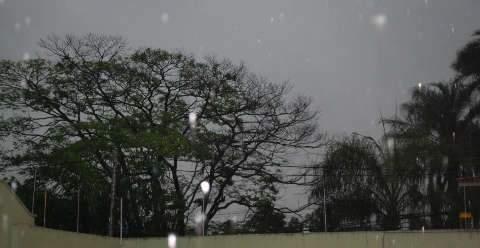 Em 1h30, chove 19,7 mm e Defesa Civil começa monitoramento