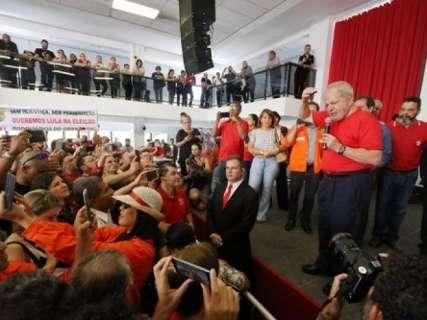 TRF4 mantém condenação de Lula e determina 12 anos de prisão