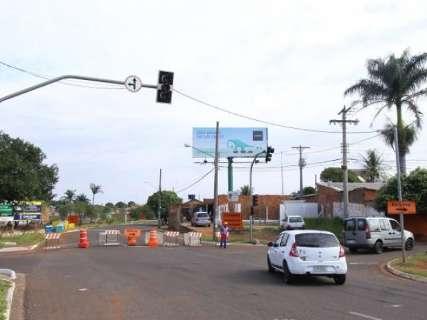 Avanço de obras no Rio Anhanduí interdita trecho da Ernesto Geisel