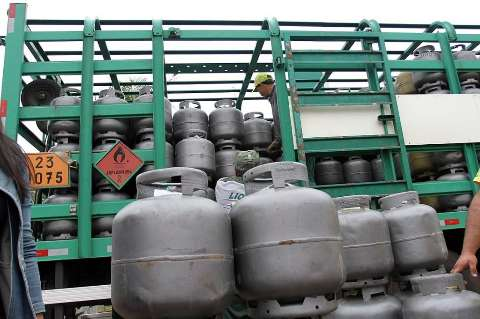 Reajuste pega revendas de surpresa e preço do gás passará dos R$ 90