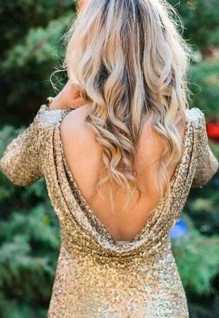 Vestido curto em paetê dourado por R$ 180,00 na Alugue seu Dress.