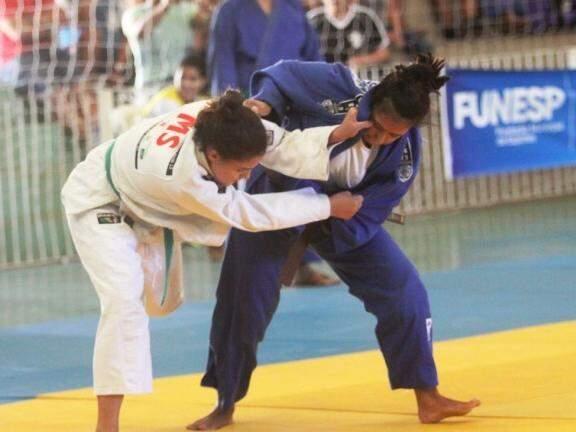 Atletas em disputa na modalidade de judô, em Campo Grande. (Foto: Divulgação/Funesp)