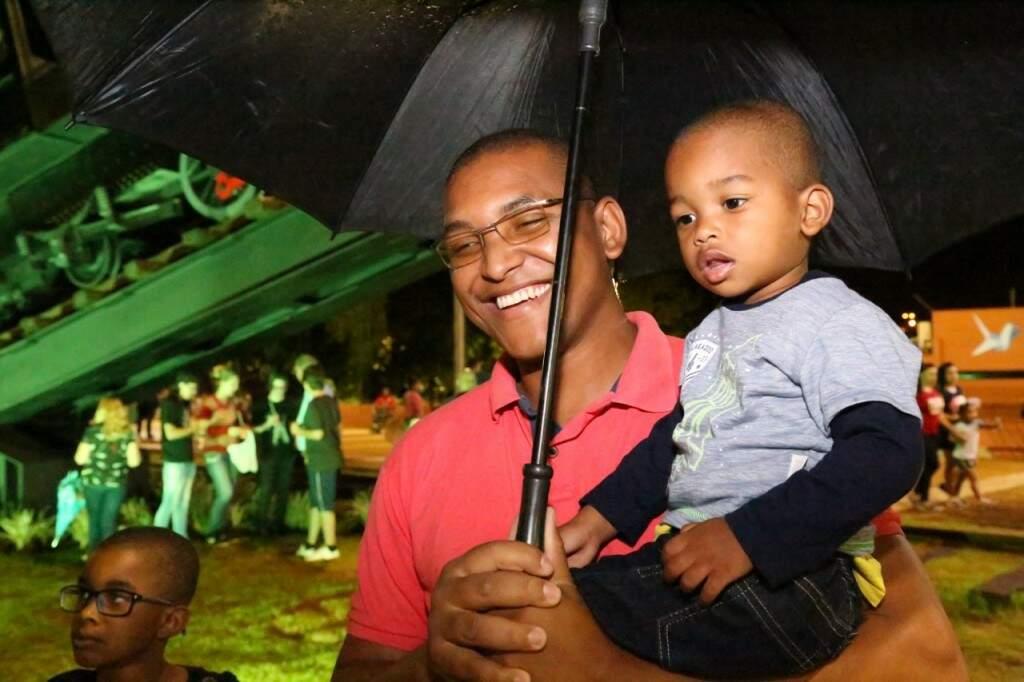 Adriano que é do Rio de Janeiro viajou muito de trem, mas fez questão de levar os filhos para saber um pouco da história da cidade. (Foto: Paulo Francis)