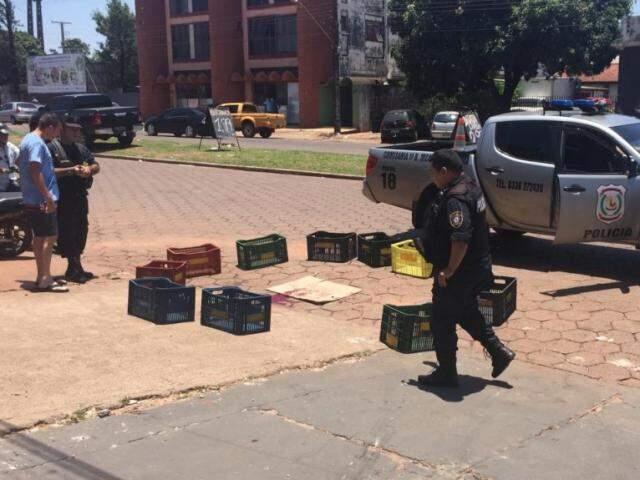 Policiais no local onde brasileiro foi ferido a tiros por pistoleiro, hoje em Pedro Juan Caballero (Foto: Porã News)