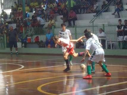 Copa Pelezinho de futsal define primeiros finalistas em cinco categorias
