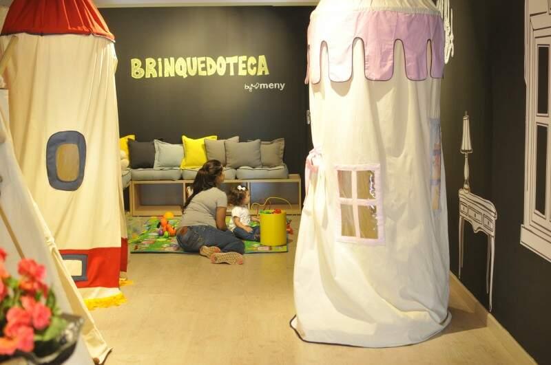 Brinquedoteca oferece conforto e diversão na hora das compras.(Foto: Alcides Neto)