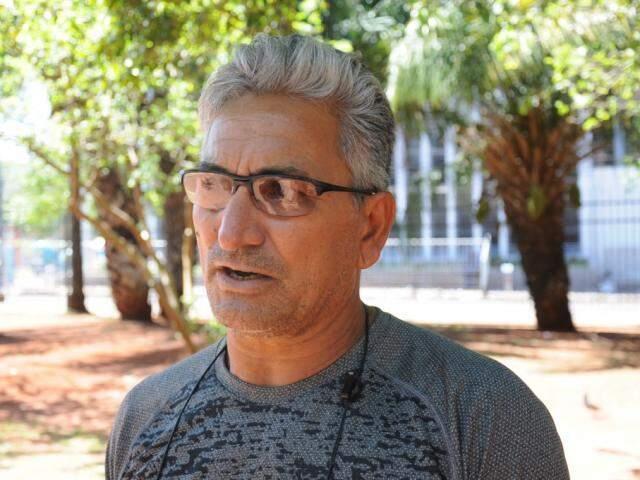 Carlos diz que já sabe em quem votar para presidente, mas ainda tem dúvida sobre os outros cargos (Foto: Paulo Francis)