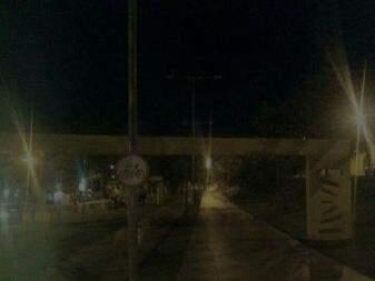 Orla morena à noite sem iluminação (Foto: Direto das ruas)