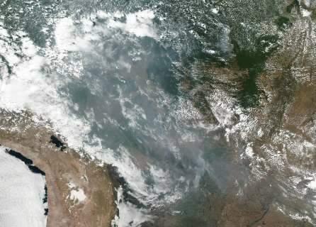 """Campanha propaga """"falsidades ambientais"""" sobre Brasil, diz ministro"""
