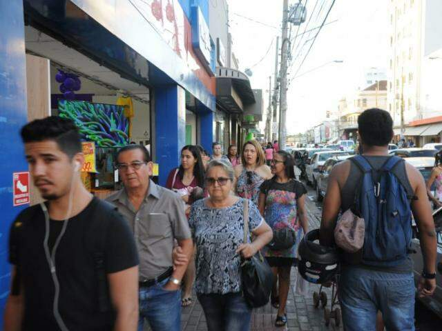 Movimento no Centro de Campo Grande, onde estão instaladas várias empresas do comércio varejista (Foto: Paulo Francis/arquivo)