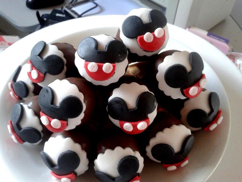 Sorvetinhos com a temática do Mickey.  (Foto: Reprodução Facebook)