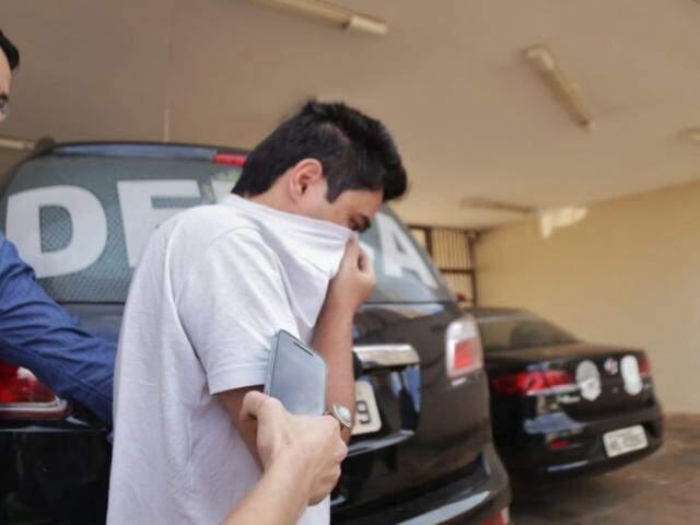 Beny Tomonaga pagou fiança e deixou a delegacia na tarde desta quinta-feira (Foto: Fernando Antunes)