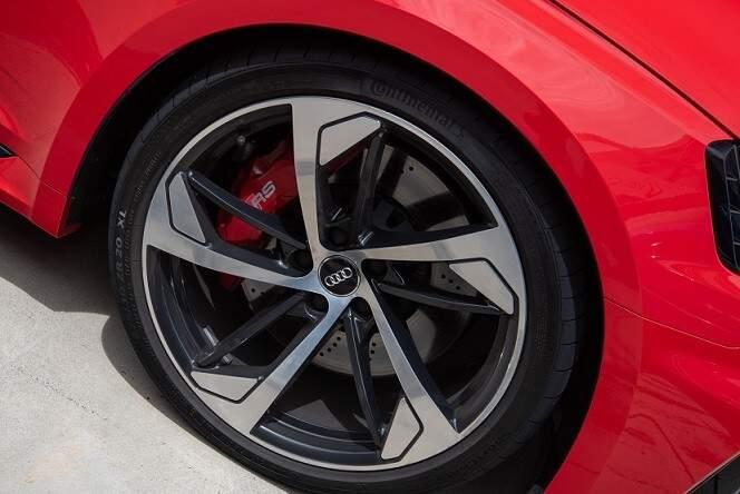 Nova geração do Audi RS 5 Coupé chega ao Brasil com motor V6 de 450 cv