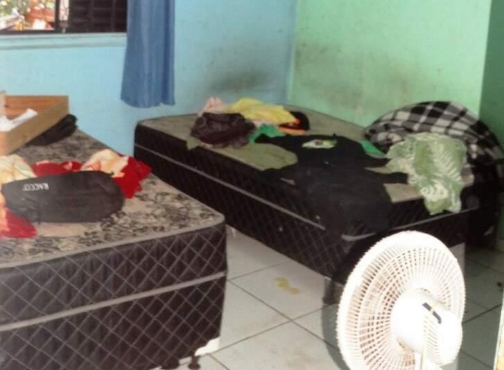 Criança foi encontrada dopada deitada sobre a cama, onde o crime ocorreu  (Foto: Edição de Notícias)