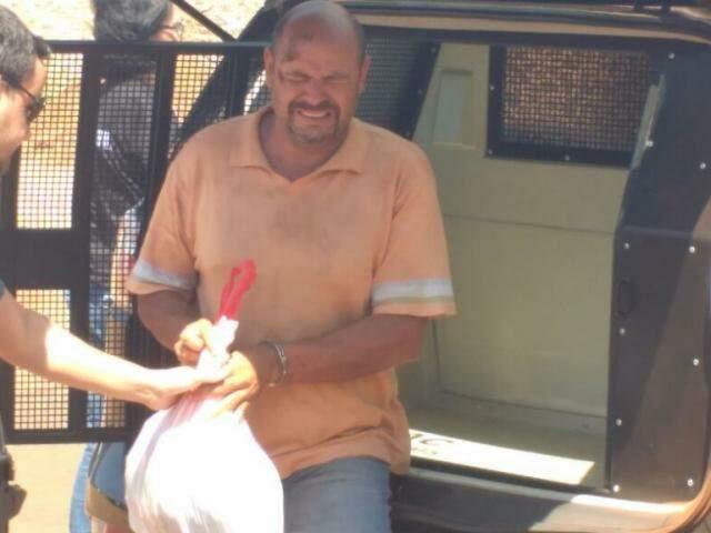 Vanildo Elias quando era levado para a penitenciária, na quinta-feira (Foto: Adilson Domingos)