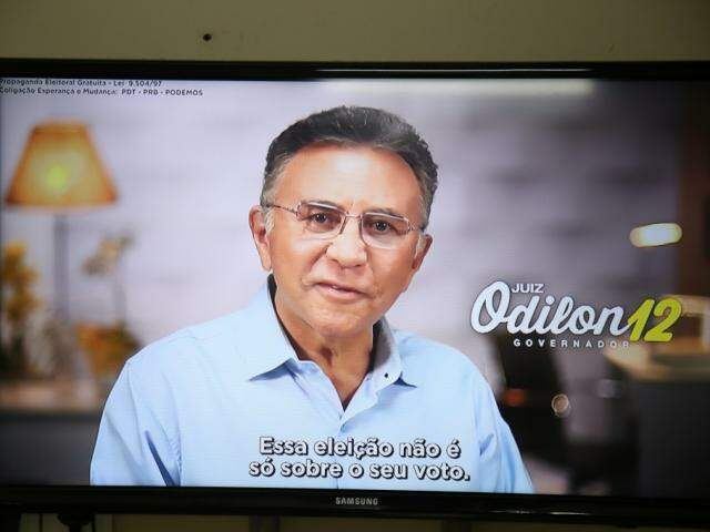 Candidato Odilon de Oliveira (PDT) durante programa (Foto: Guilherme Rosa - Arquivo)