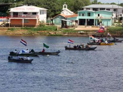 Manifestantes fecham hidrovia e paraguaio leva tiro de borracha