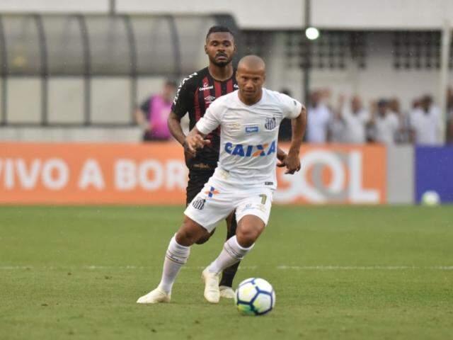 Jogador do Santos com a bola no pé durante lance (Foto: Ivan Storti/Santos FC)