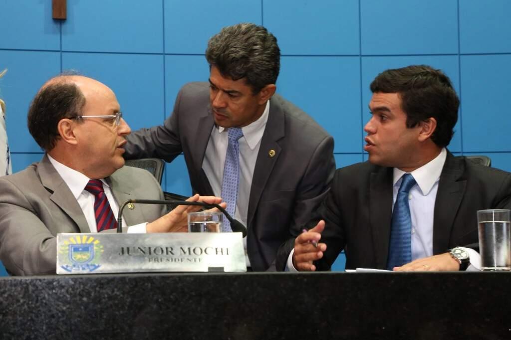 Junior Mochi, Rinaldo Modesto e Beto Pereira, durante sessão (Foto: Victor Chileno/ALMS)