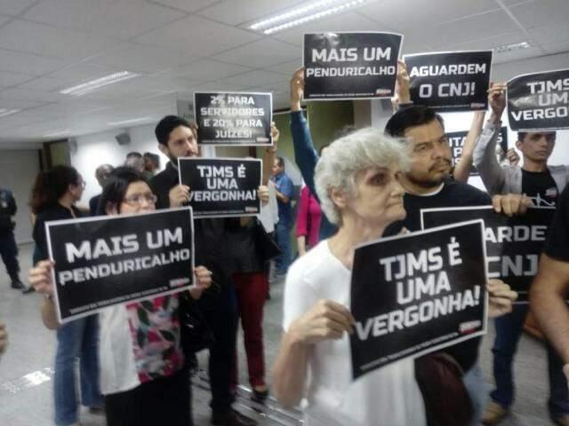 Servidores do Poder Judiciário durante protesto na Assembleia Legislativa. (Foto: Leonardo Rocha).