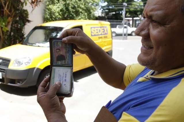 Carteiro acompanha vida e morte nos Correios com orgulho de 33 anos de serviço