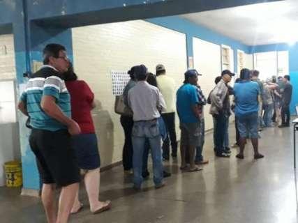 Falta de cédulas e atraso fazem eleitor desistir de votar em conselheiros