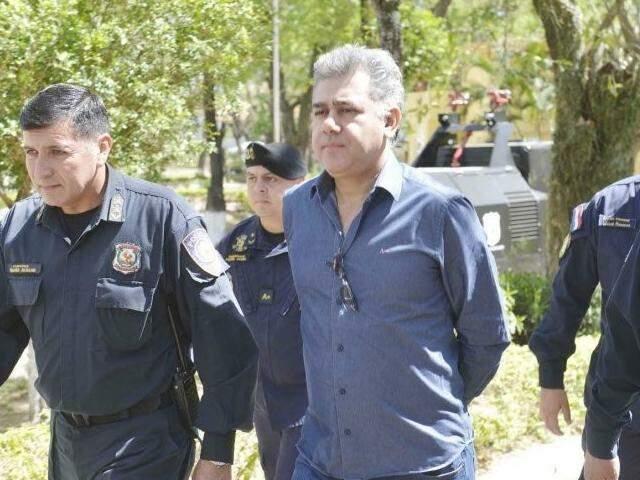 Jarvis Pavão sendo levado para audiência em Assunção (Foto: ABC Color)