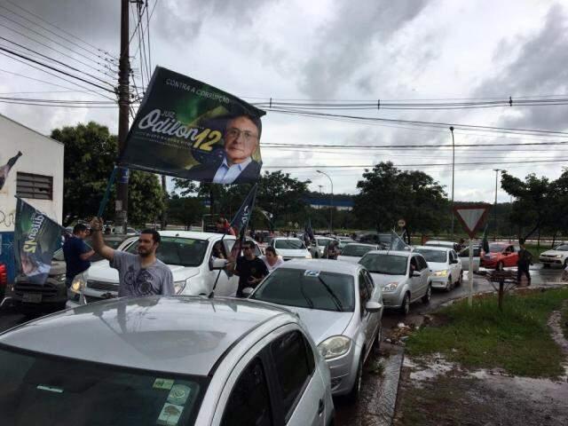 Chuva prejudicou concentração, mas evento de pedetista reuniu bom número de apoiadores. (Foto: Guilherme Henri)