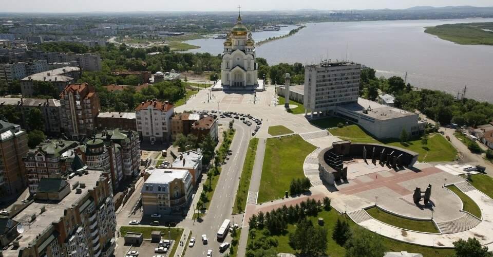 Khabarovsk, cidade natal de Masha e Svetlana, tendo ao fundo o rio Amur, na fronteira entre a Rússia, República Popular da China e Mongólia (Foto: Divulgação)