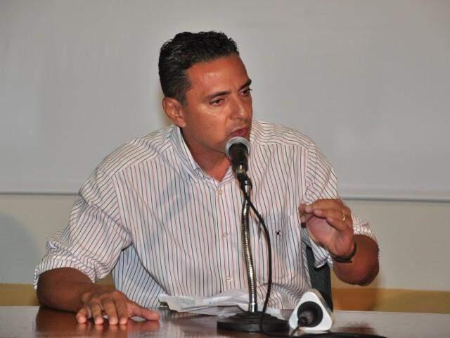 Ex-prefeito Fauzi Suleiman em entrevista coletiva (Foto: João Garrigó/Arquivo)