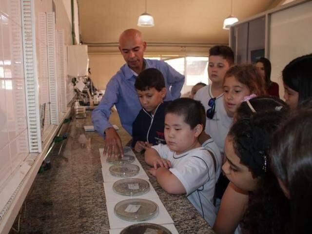Hoje, alunos da escola Visconde de Cairu visitam a Águas Guariroba (Foto: Divulgação)