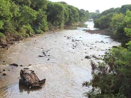 Motoboy diz que carro furou o sinal 'voando' antes de cair no Rio Anhanduí
