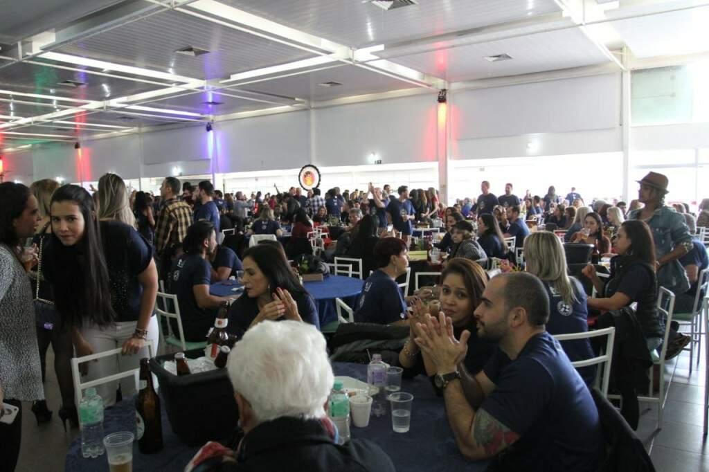Evento ocorreu no clube Estoril e teve 1300 convites vendidos (Foto: Saul  Schramm)
