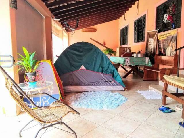 Barraca é armada dentro da varanda (Foto: Arquivo pessoal)